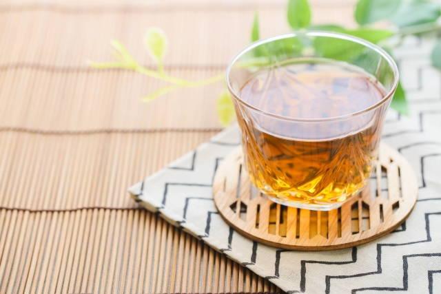 夏を思わせる麦茶の写真